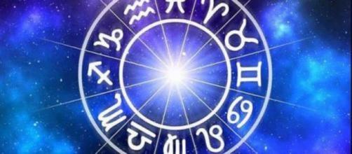 Previsioni oroscopo per la giornata di martedì 3 dicembre 2019.