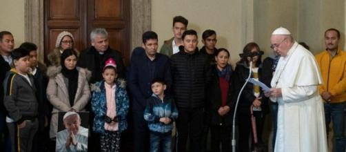 Incontro di papa Francesco con i rifugiati di Lesbo (Editrice vaticana)