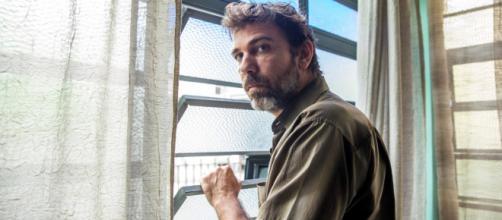 'Bom Sucesso': Elias levará um tiro da esposa. (Reprodução/Rede Globo)
