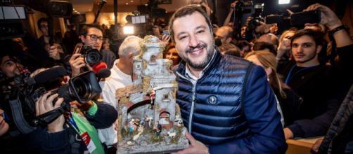 Matteo Salvini al congresso della Lega con il presepe