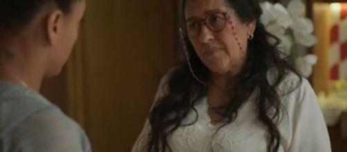 """Em """"Amor de Mãe"""", babá dará lição de moral na patroa. (Reprodução/TV Globo)"""