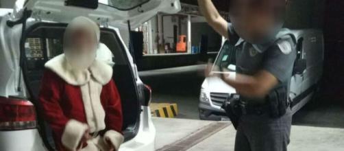 Papai Noel é suspeito de mostrar vídeo adulto para meninas em shopping de São José. (Polícia Militar/Divulgação)