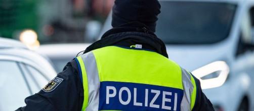Polícia encontra garoto desaparecido dentro de armário na Alemanha. (Arquivo Blasting News)