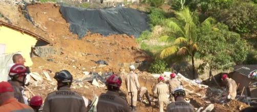 Vítimas dormiam na hora do deslizamento. (Reprodução/TV Globo)