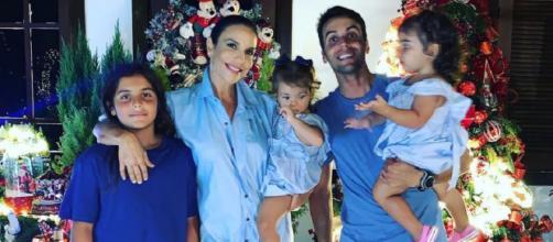 Ivete Sangalo com os filhos e o marido no Natal. (Reprodução/ Instagram/ @ivetesangalo)