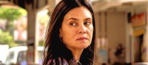 """Na novela """"Amor de Mãe"""", Thelma tem um aneurisma e pode vir a morrer. (Reprodução/Rede Globo)"""