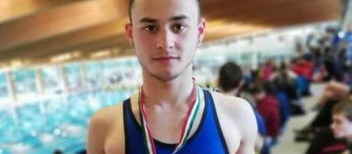 Versilia, funerali 16enne morto in moto: Ciao 'Pringles', campione di nuoto e di altruismo