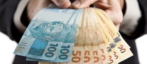 Confira 5 simpatias para atrair dinheiro em 2020. (Arquivo Blasting News)