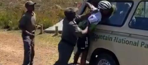 Il video con l'aggressione a Nicholas Dlamini