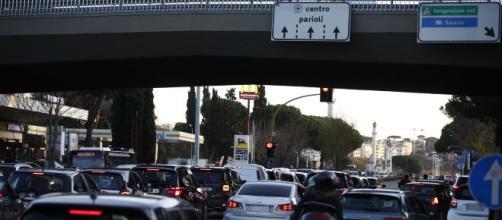 Roma, incidente Gaia e Camilla: sui social il 'gioco del semaforo'