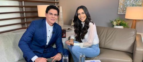Padre Reginaldo Manzotti e Daniela Albuquerque (Rede TV/Divulgação)