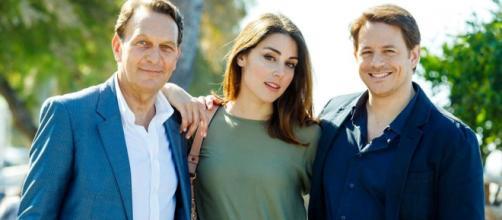 Roberto Ferri (Riccardo Polizzy Carbonelli), Serena (Miriam Candurro) e Filippo (Michelangelo Tommaso)