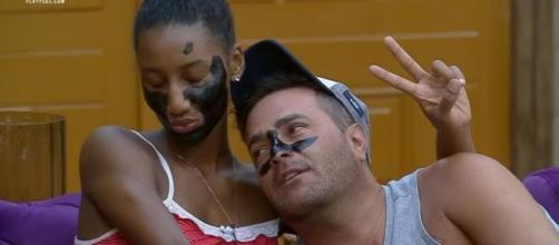 Sabrina e Rodrigo vivem um relacionamento tranquilo em 'A Fazenda 11'. (Arquivo Blasting News)