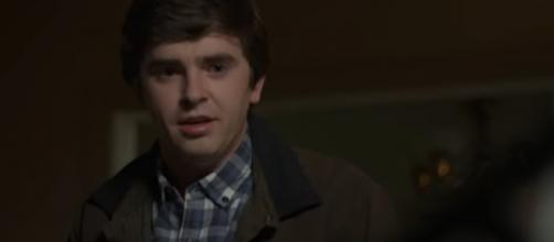 Shaun speaks his truth to his dying dad on 'The Good Doctor.' [Image source: ABC/YouTube]