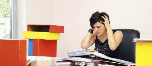 El estrés laboral deja consecuencias negativas. - glogster.com