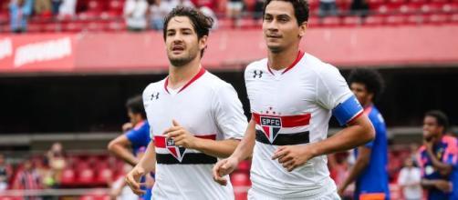 Pato e Ganso estão na lista dos 10 maiores fracassos da década no futebol. (Arquivo Blasting News)
