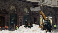 Moscow dumps artificial snow in the streets in warmest December since 1886