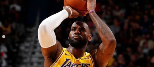 LeBron James toujours au top à 35 ans (Credit Image : Twitter Sports Center)