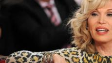 Amanda Lear svela un retroscena sulla relazione con David Bowie: 'Era sposato'