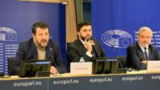 Bruxelles, giornalista contesta gli applausi a Salvini, lui replica: 'Arrestateci' (VIDEO)