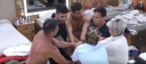 Bifão divulgou no grupo do WhatsApp, áudio de Andréa Nóbrega imitando os porquinhos. (Reprodução/Record TV)