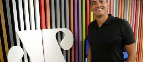 Segundo Leo, a dependência química acabou atrapalhando a sua carreira na emissora de Silvio Santos. (Arquivo Blasting News)