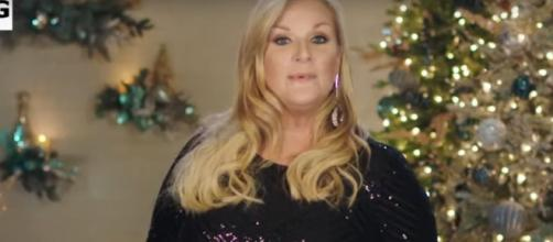 Trisha Yearwood took the helm in hosting the 2019 'CMA Country Christmas.' [Image source: CMA-YouTube]