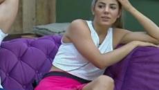 'A Fazenda 11': Hariany beija foto de Thayse no quarto após formação de roça
