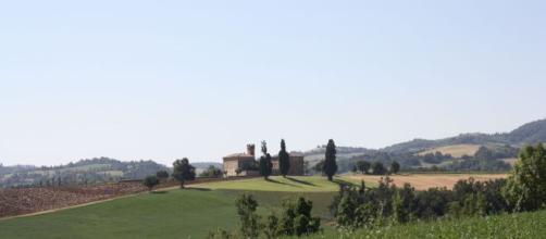 Bazzano, Valsamoggia: custode sente dei rumori e spara uccidendo un uomo di 25 anni fuori dalla villa - pinterest.com