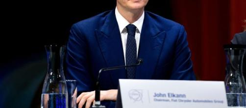 John Elkann acquista il gruppo editoriale di De Benedetti.
