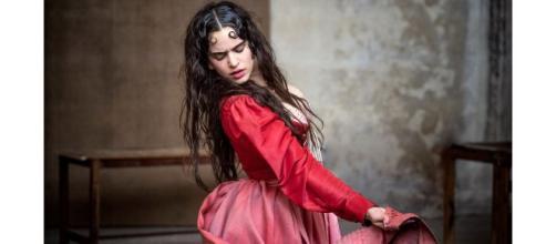 Rosalía, una Julieta del s. XIX para el calendario Pirelli