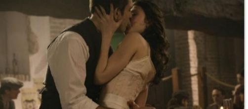Una Vita: Lucia e Telmo si baciano