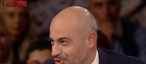 Piazzapulita: Paragone discute di euro con Formigli.