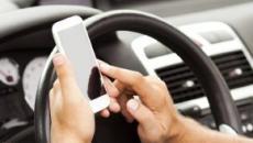 Smartphone, sarebbero in aumento le lesioni dovute agli infortuni mentre vengono usati