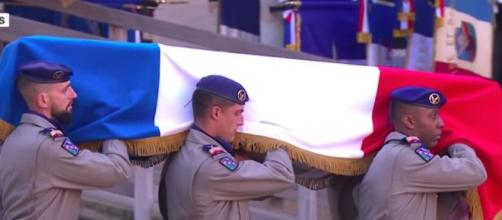 La France a rendu hommage aux 13 soldats morts au Mali. Credit: Capture d'écran/ France 24
