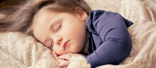 Los niños exigen cuidados especiales para que duerman bien por las noches. - webmediums.com