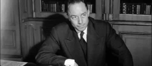 Albert Camus é autor do livro 'O Estrangeiro' e venceu o prêmio Nobel em 1957. (Arquivo Blasting News)
