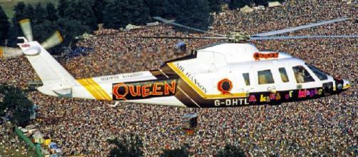 9 agosto 1986, i Queen arrivano al Knebworth Park in elicottero