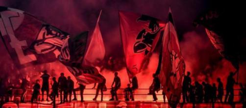 Bologna, tifoso del Milan accoltellato da un altro ultrà rossonero.