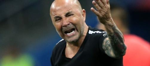 Exigências de Sampoli podem fazê-lo deixar o Santos. (Arquivo Blasting News)