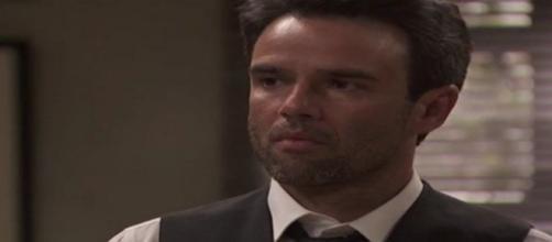 Il Segreto spoiler al 21 dicembre: Carmelo teme che la sua famiglia sia in serio pericolo.