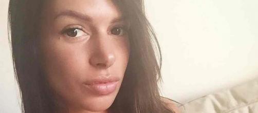 Critiquée par les internautes à cause de ses lèvres trop retouchées, Maeva Martinez pousse un coup de gueule.