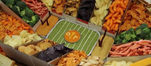 Food sales jump tremendously on Super Bowl Sunday. [Image via b/60/YouTube]