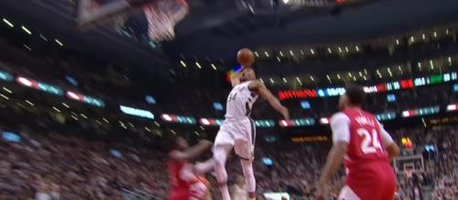 Giannis Antetokounmpo throw-down, image credit(YouTube, NBA)
