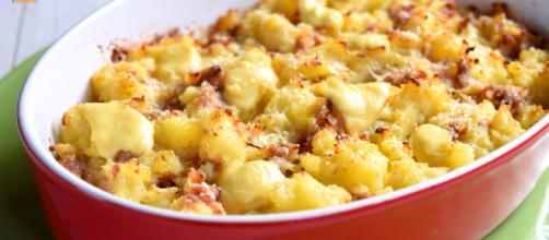 Ricetta Pasta con crema di patate e salsicce.