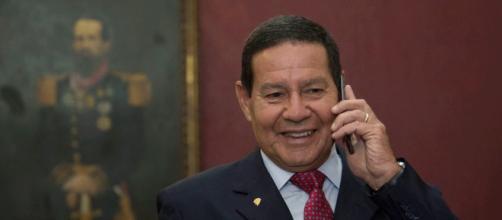 Vice-presidente Mourão resolveu comentar sobre disputa para o comando do Senado da República. - (Romério Cunha/VPR/Agência Brasil)