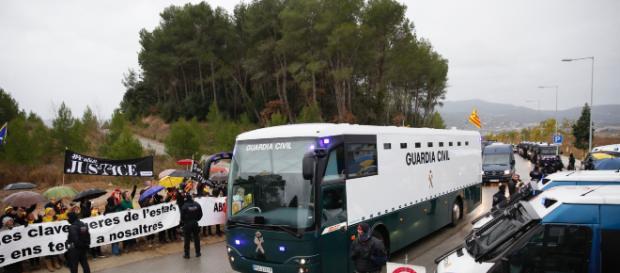 Una enorme furgoneta de la Guardia Civil que llevó a los presos políticos desde Catalunya a Madrid.