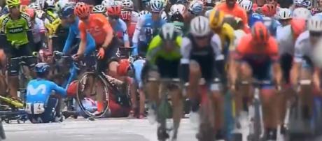 La caduta nel finale dell'ultima tappa alla Volta Valenciana