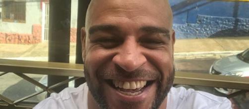 Adriano posta foto sorrindo em dia de tragédia. Foto: Instagram Adriano Imperador