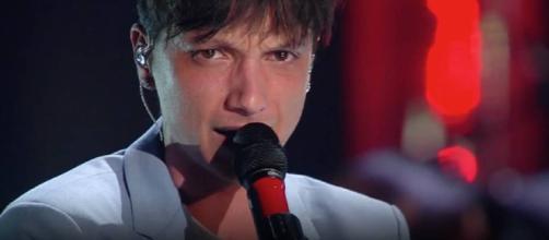 Il cantante Ultimo mentre partecipa a Sanremo 2019.